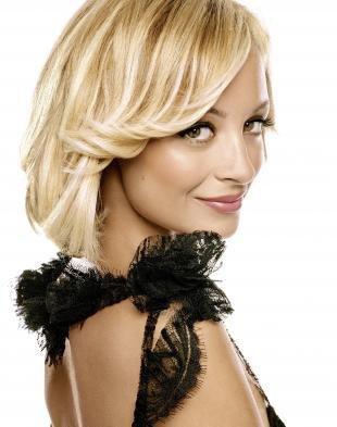 Молочный цвет волос на средние волосы, красивая укладка тонких волос