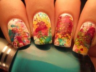 Абстрактные рисунки на ногтях, красивый весенний маникюр