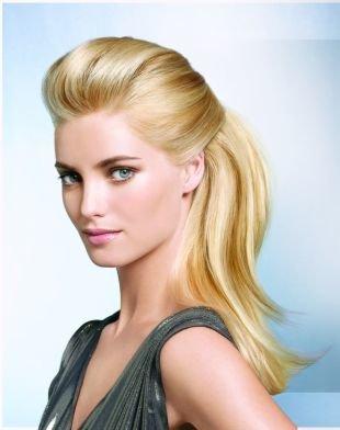 Причёски с распущенными волосами на средние волосы, начес из челки