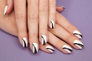 Черно-белый дизайн ногтей, стильные рисунки на ногтях