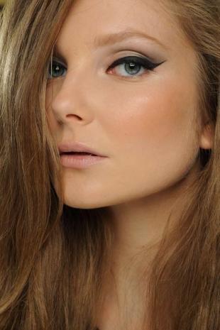 Быстрый макияж на каждый день, макияж с выразительными стрелками
