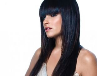 Причёски с распущенными волосами на длинные волосы, прическа с ровной прямой челкой