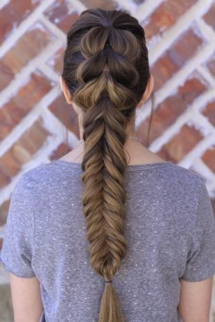 """Свадебные прически с косой на длинные волосы, праздничный вариант косы """"рыбий хвост"""""""