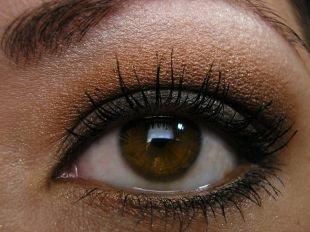 Макияж для каре-зелёных глаз, макияж для нависшего века коричневыми тенями