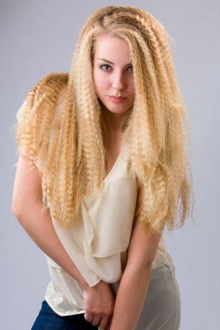 Пшеничный цвет волос, прическа на длинные волосы с гофре