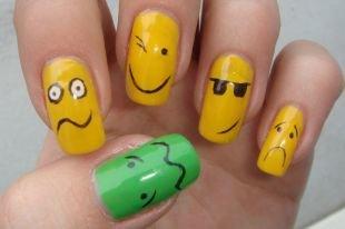 Яркий маникюр, смайлики на ногтях