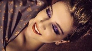 Вечерний макияж для серо-зеленых глаз, макияж для шатенок с пурпурными тенями