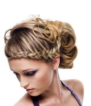 Прически на день рождения, очаровательная прическа на средние волосы с косой