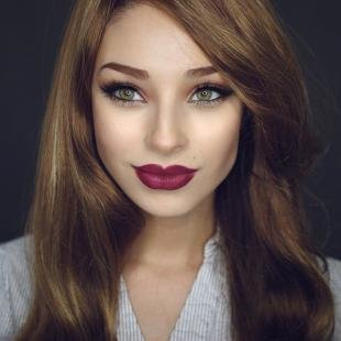 Макияж для шатенок с зелеными глазами, броский макияж губ