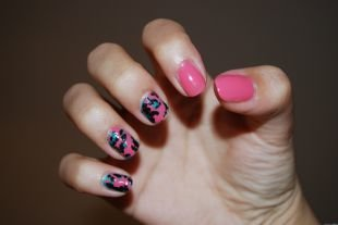 Розовый маникюр, маникюр на коротких ногтях с растрескивающимся лаком