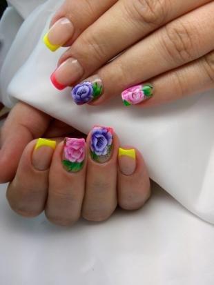 Маникюр с розами, цветной френч с яркими цветами
