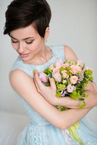 Свадебные прически с челкой на короткие волосы, свадебные прически на короткие волосы, сдержанный минимализм