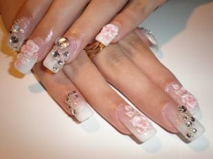 Дизайн ногтей жидкие камни, красивый свадебный маникюр с цветами и стразами