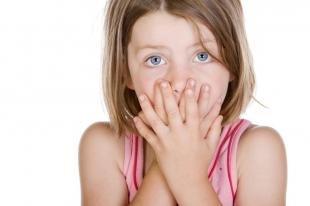 Причины запаха ацетона изо рта у ребенка: что предпринять родителям?