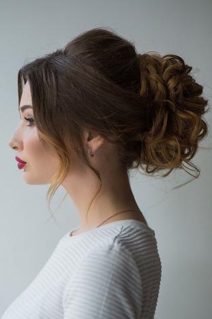 Греческие прически на длинные волосы, свадебная прическа - объемный пучок с косами и локонами