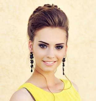 Макияж в синих тонах, праздничный макияж под желтое платье