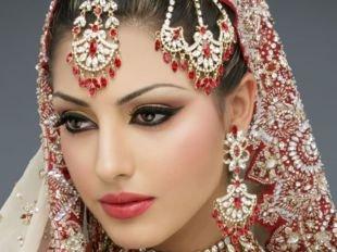 Свадебный макияж в восточном стиле, индийский макияж