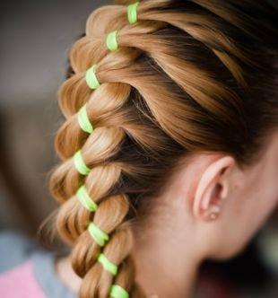 Прически с лентами, красивая коса на длинные волосы