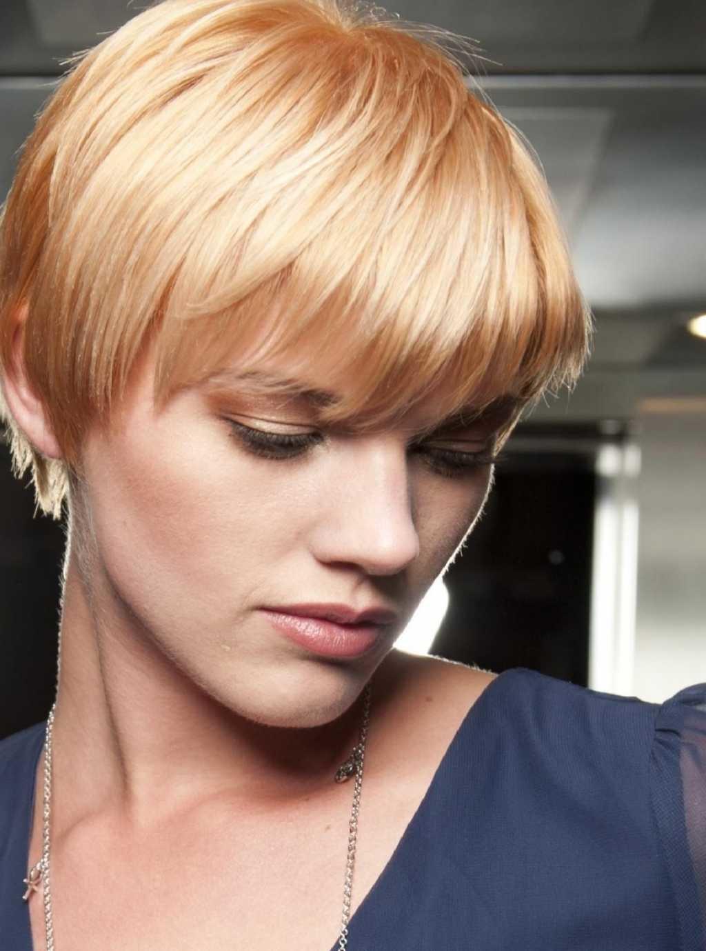 Короткие стрижки и цвет волос карамельный