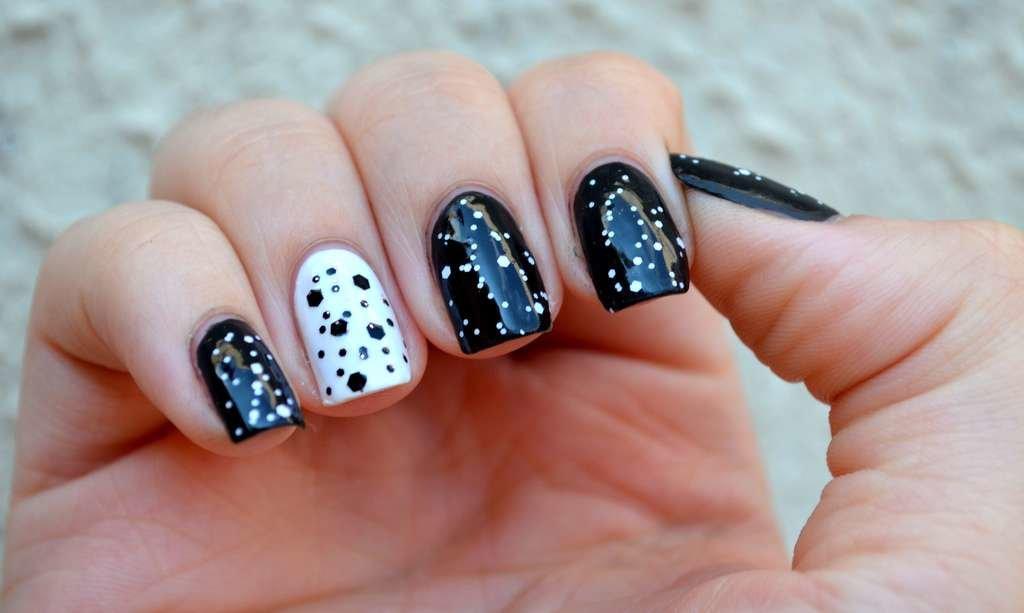 Белый с черным дизайн ногтей фото