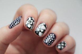 Черно-белый дизайн ногтей, черно-белый маникюр с геометрическим орнаментом