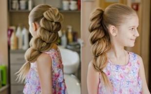 Натурально русый цвет волос на длинные волосы, прическа для девочки - пышная коса с гофре