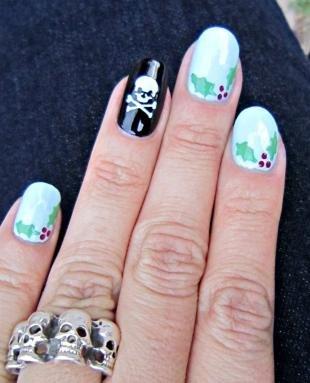 Рисунки с листьями на ногтях, стильный маникюр с черепом