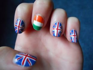 Маникюр для подростков, маникюр с британским и итальянским флагами