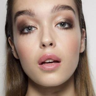 Макияж для шатенок, весенний макияж с коричневыми перламутровыми тенями