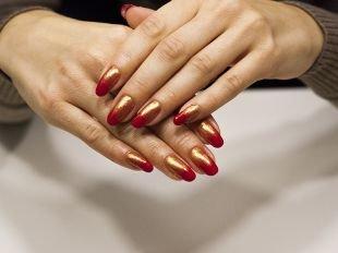 Разноцветный маникюр, красно-золотой дизайн ногтей с покрытием шеллаком