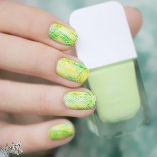 Оригинальные рисунки на ногтях, желто-зеленый яркий маникюр