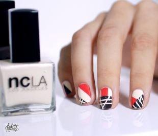 Маникюр на очень коротких ногтях, модный маникюр с геометрическим рисунком