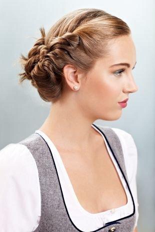 Прическа колосок на средние волосы, элегантная прическа на последний звонок
