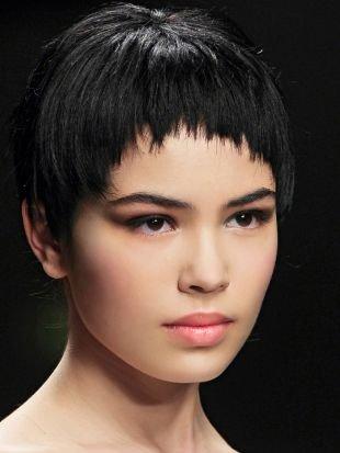 Прически на выпускной на короткие волосы, стильная короткая челка полукругом