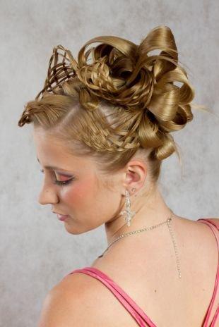 Вечерние прически, оригинальная прическа на выпускной для длинных волос в виде банта