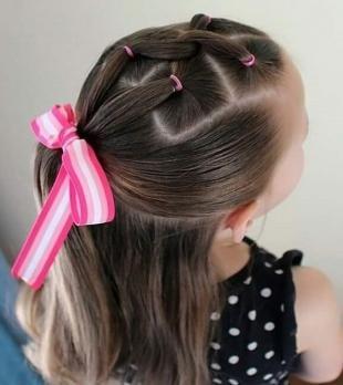 Натурально русый цвет волос, прическа на каждый день для девочки