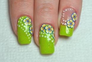 Зеленый френч, летний цветочный маникюр