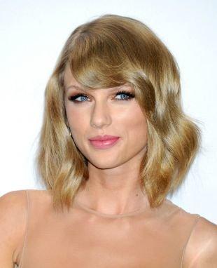 Бежево русый цвет волос на средние волосы, макияж для вечеринки