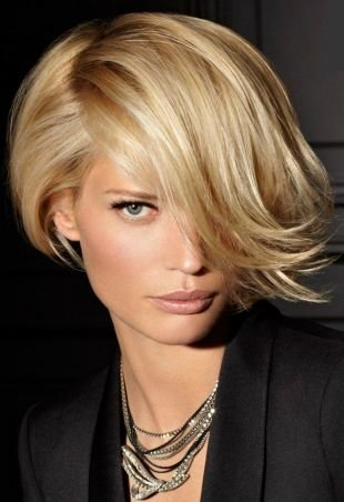 Причёски с распущенными волосами, модная прическа с челкой на короткие волосы