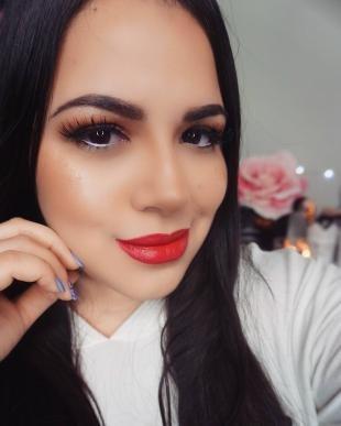 Макияж с красной помадой, вечерний макияж для карих глаз и черных волос