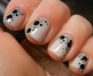 Летний маникюр на коротких ногтях, легкий дизайн ногтей с помощью наклеек