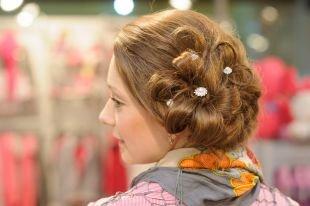 """Темно карамельный цвет волос, красивая прическа """"цветок"""""""