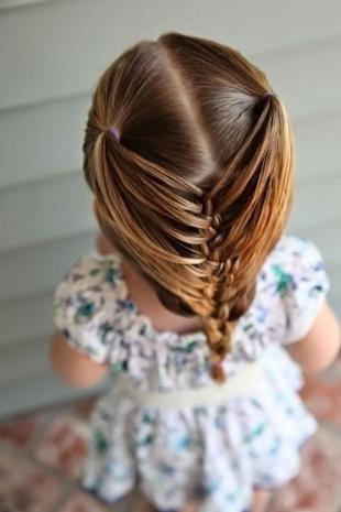 Медно русый цвет волос, необычная детская прическа с плетением