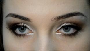 Яркий макияж для серых глаз, коричневый вечерний макияж глаз