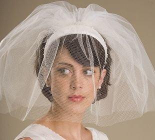 Свадебные прически на короткие волосы, свадебная прическа на короткие волосы с фатой