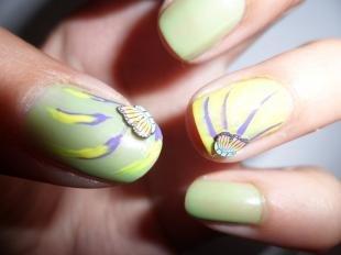 Салатовый маникюр, светло-зеленый маникюр с бабочками