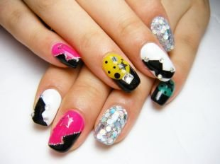 Рисунки на ногтях зубочисткой, геометрические разноцветные рисунки на ногтях со стразами