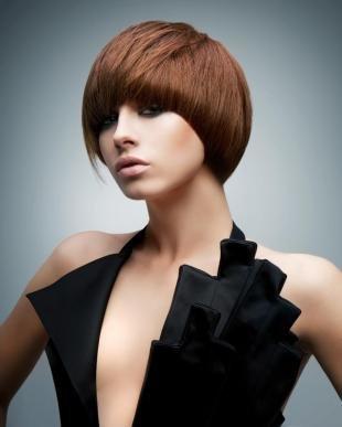 Светло каштановый цвет волос, стрижка сессон