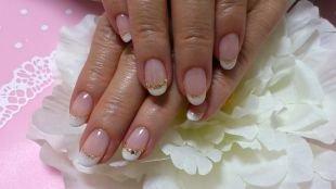 Дизайн коротких ногтей, нежный свадебный маникюр