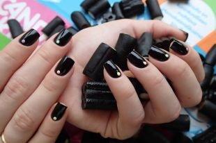 Черный дизайн ногтей, черный маникюр со стразами